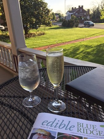 Joshua Wilton House: Glass of bubbly suited me fine on a Wilton Wednesday