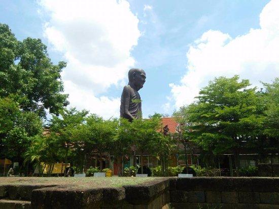 Prasat Hin Wat Sa Khampaeng Yai