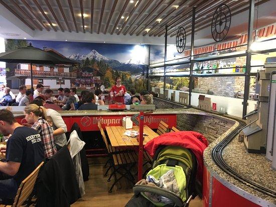 Vytopna Railway Restaurant Palladium Trenes Entre Mesas
