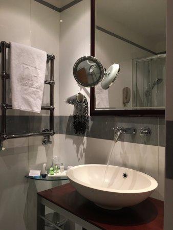 NH Milano 2 : Il bagno, pulito e confortevole