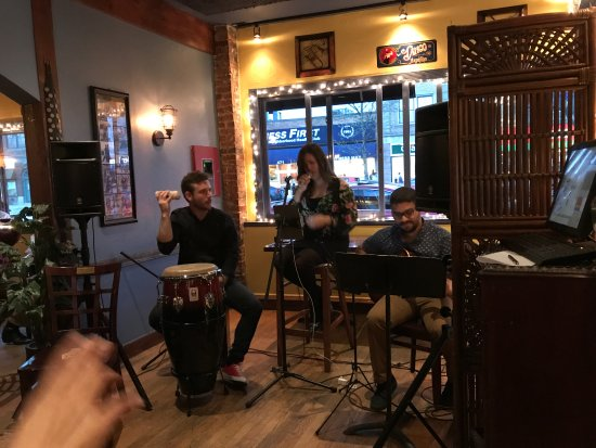 Tango Restaurant: Lizje's trio provided the perfect soundtrack to complement the great food.