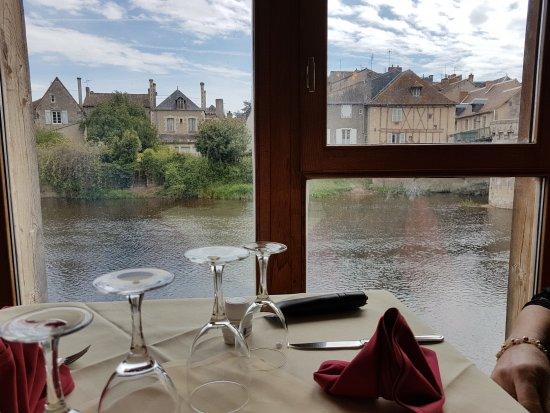 Montmorillon, Γαλλία: vue sur la gartempe