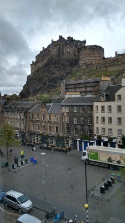 Apex City of Edinburgh Hotel: View from our room