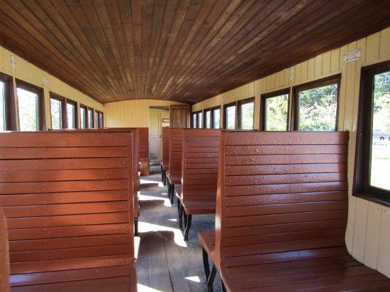 Chemin de Fer de la Baie de Somme: intérieur du train