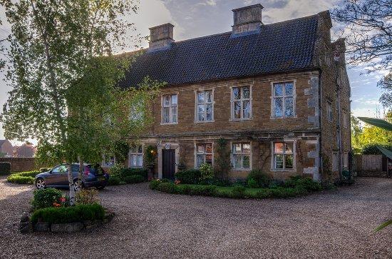 Allington, UK: Taken in the early morning. It is a lovely house