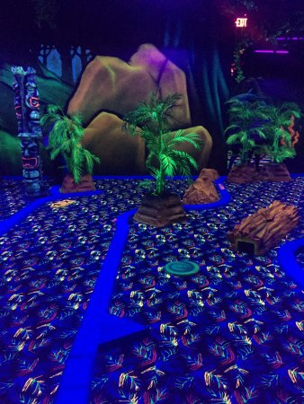 ‪Funfuzion Glow Mini Golf‬