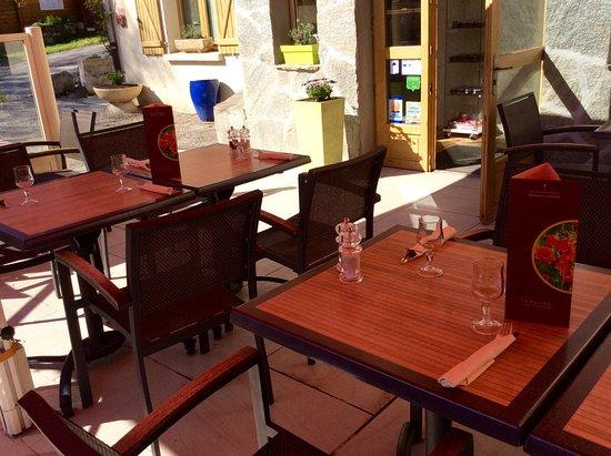 Restaurant La Table du Campagnard: terrasse ombragée