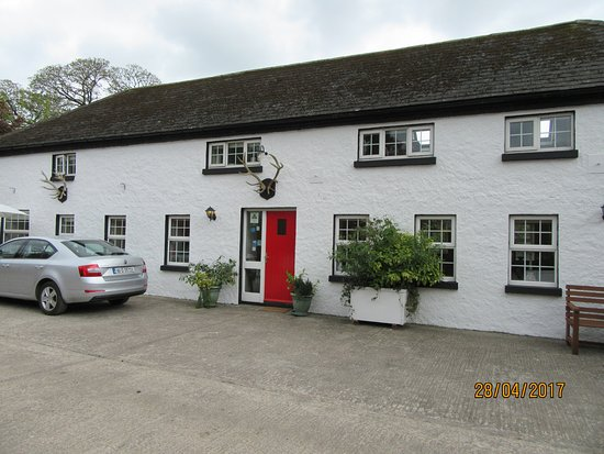 Mitchelstown, Irlandia: cottage next door to main house