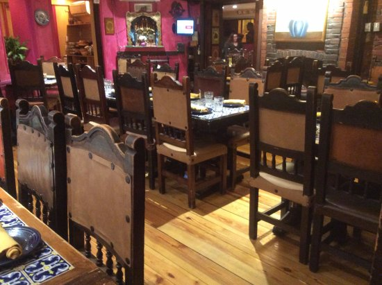 Casa Romero: lots of empty tables while we waited and waited