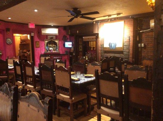 Casa Romero: More empty tables