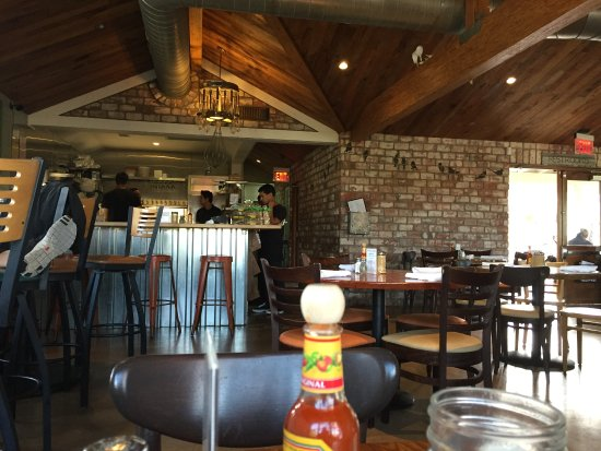 Solana Beach, Kalifornia: View of the kitchen from table.
