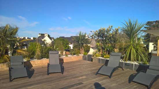 Hotel-Restaurant Bellevue : Terrasse avec jacuzzi