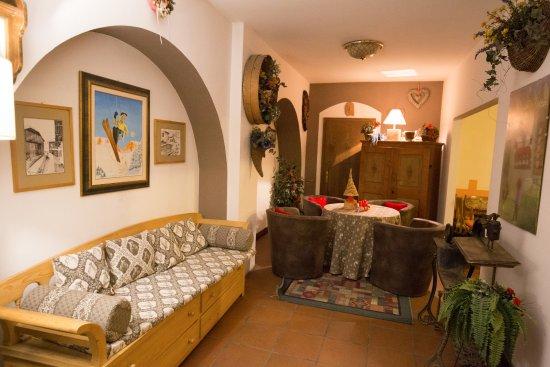 Hotel Dolomiti: another lounge