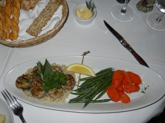 Pomfret, CT: wood-grilled scallops