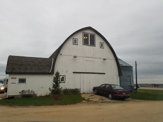 Anamosa, IA: Dining in a real barn!