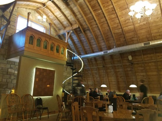 Teddy's Barn and Grill: Dining in a real barn!
