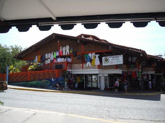 La Fuente Del Puente: VIEW ACROSS TO MARKET SQUARE (Do visit!)