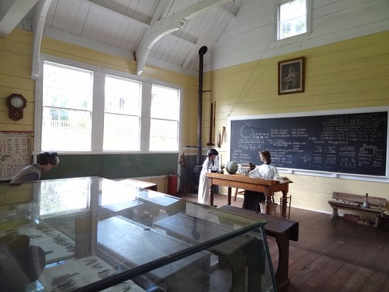 Matakohe, Νέα Ζηλανδία: And the schoolroom is just behind the museum.