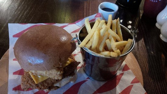 Rhu, UK: Main course chicken burger