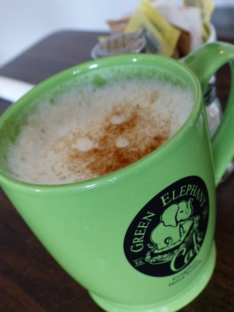 Green Elephant Cafe: Chai latte