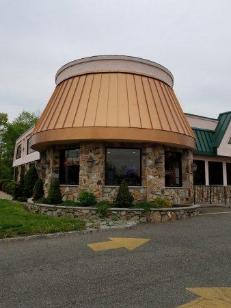 Pine Brook, NJ: entrance.