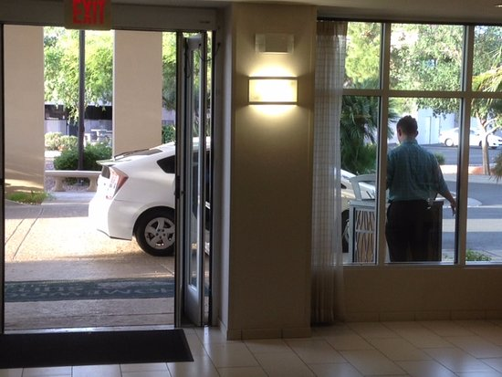 Homewood Suites by Hilton Phoenix-Metro Center: employee opens front door to listen for phone calls, makes lobby smell like smoke.