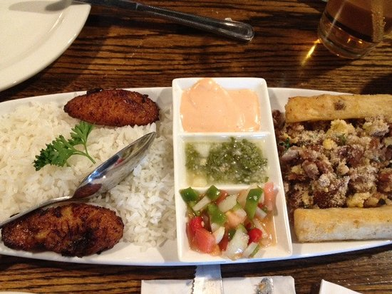 Leominster, Μασαχουσέτη: Side plate with rice, sweet plantains, beans-and-sausage w/yucca flour and yucca sticks w/3 sauc