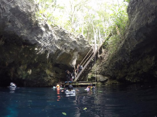 Koox Diving: Entrance to 'The Pit'