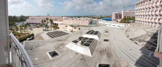 Roof garbage photo de atlantis beach tower autograph for Terrace view atlantis royal towers