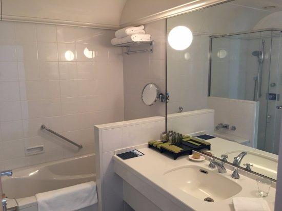 ヒルトン福岡シーホーク, 洗面台と風呂です。