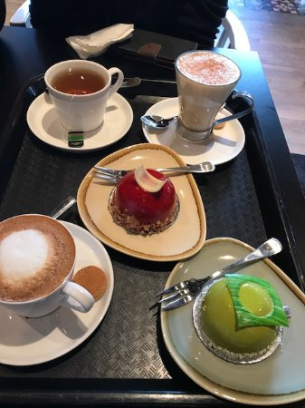 Хорнсби, Австралия: Great quality cakes compliment of The courtyard! Thank you!