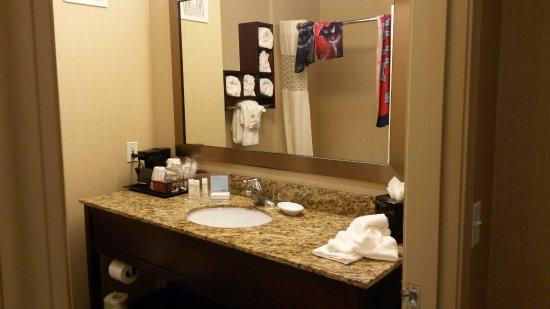 Hampton Inn & Suites - Agoura Hills, CA