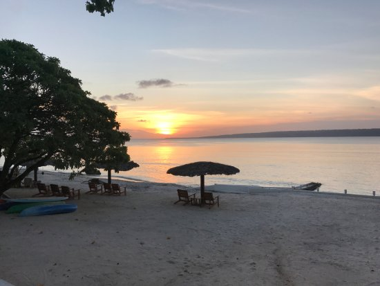 CoCo Beach Resort: Beach view