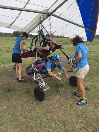 Florida Ridge AirSports Park: Getting ready for hang gliding at Florida Ridge Air Sports Park