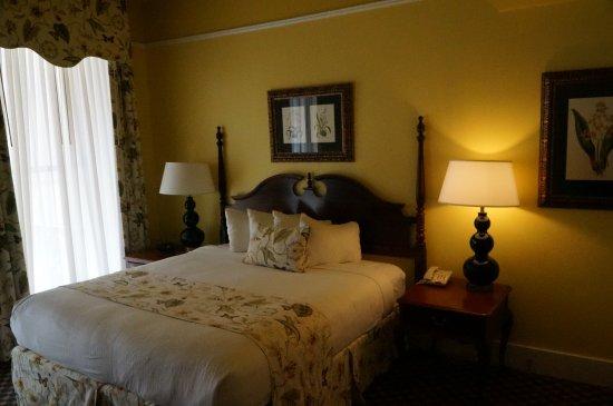 Menger Hotel: Queen room