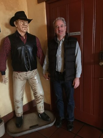 Paso Robles Inn: Hangin' with The Duke!