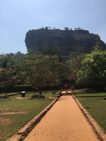 Katunayake, Sri Lanka: We ask for one dat tour , but what we experienced more than one day.  We ask for a driver , but