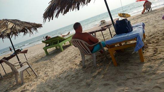 Sam's Goan Beach Shack: Tourist enjoying at Sams Goan shack