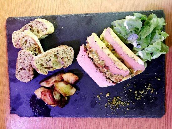 Evolene, سويسرا: Terrine de foie gras confit à la pistache