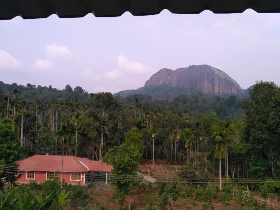 Kolagappara, India: Another independent Acco with a hill the backdrop