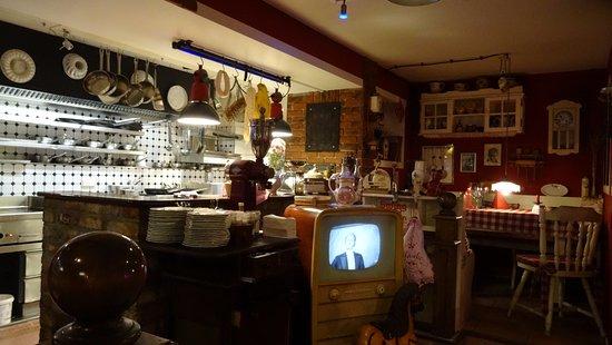 Blick in die Essnische gegenüber - Bild von Oma\'s Küche, Ostseebad ...
