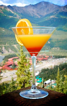 Alpenglow Restaurant- Grande Denali Lodge: A lovely cocktail with a view at the Alpenglow Restaurant