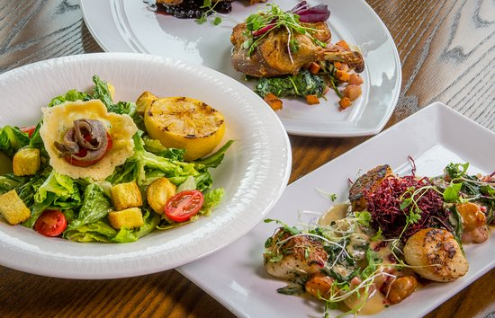 Alpenglow Restaurant- Grande Denali Lodge: Our chef uses locally sourced fresh ingredients whenever possible.
