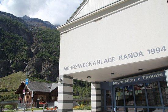Tourist office in Randa - right at the train station - © Zermatt Tourismus