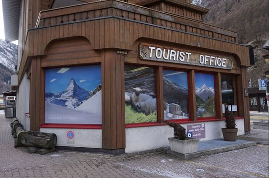 Tourist office in Täsch - © Zermatt Tourismus