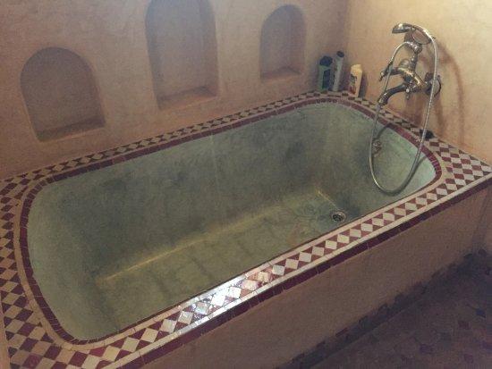 Riad Jnane Agdal: Baignoire de ma chambre en tadelakt