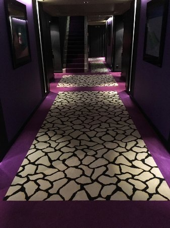 Hotel N'vY: crazy paving or tortoise carpet?