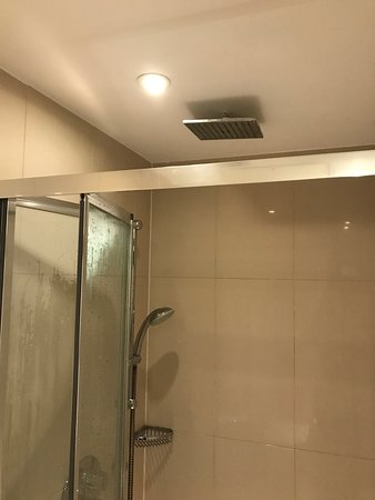 The twin shower head combination was a pleasantry - Picture of Park ...