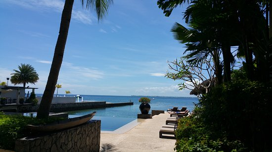 Abaca Boutique Resort : Walkway from Room 7/ Spa to pool