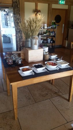 Egerton, UK: Breakfast table
